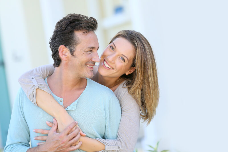 Coppia over 50 felice del proprio rapporto sessuale